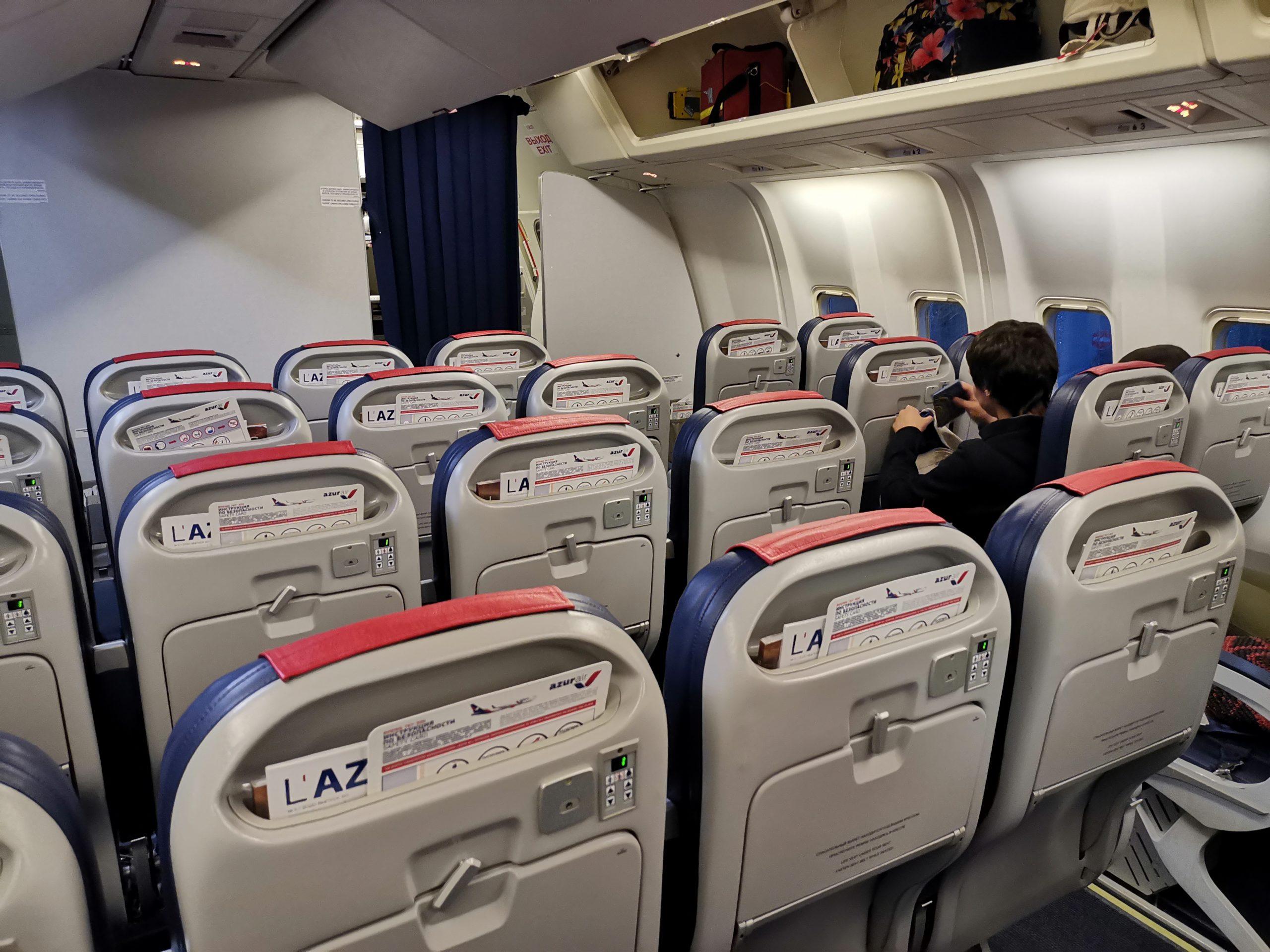 Пустой самолет AzurAir