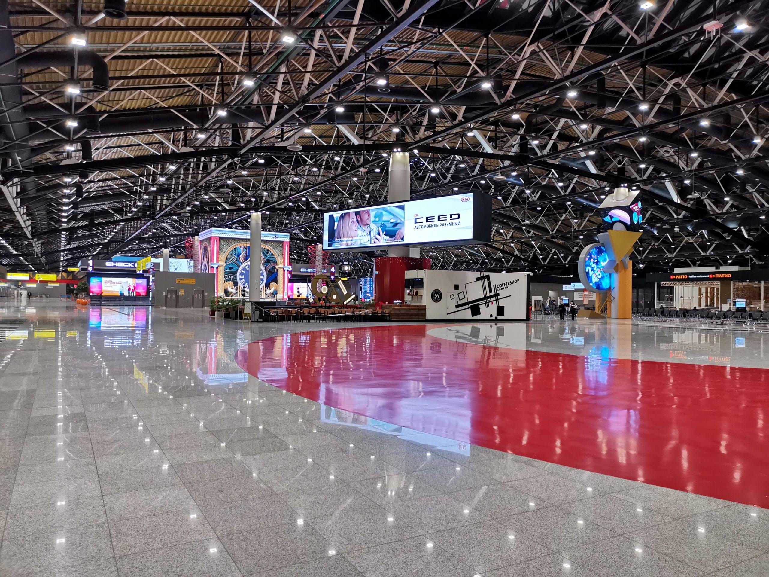 Совсем нет людей в аэропорту
