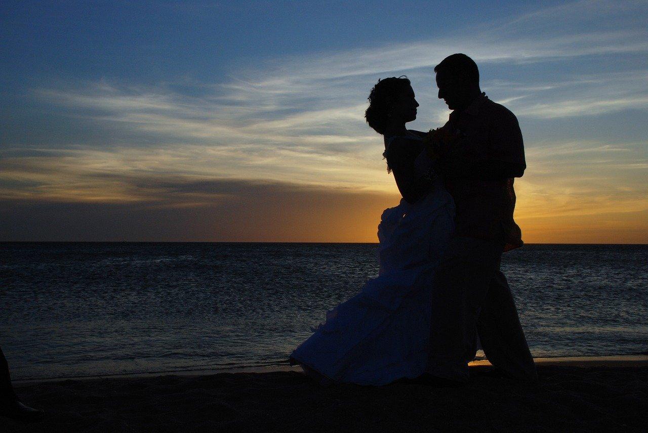 Свадебный танец у моря