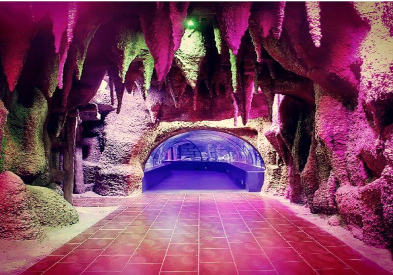 Внутри океанариума в Анталии