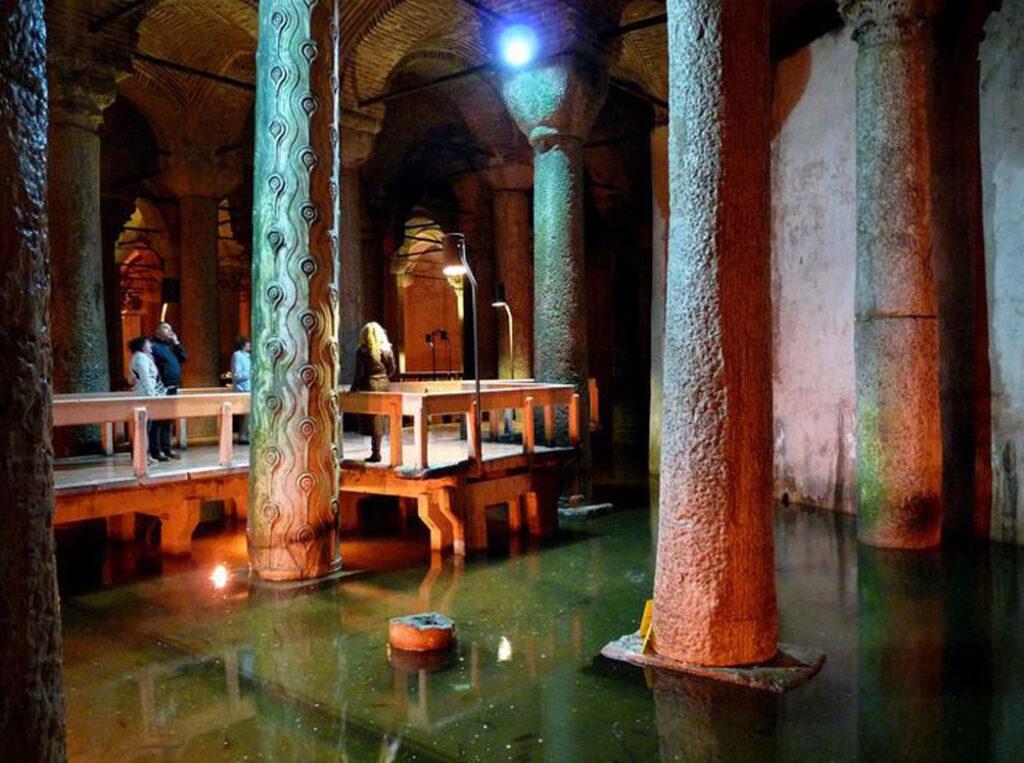 Цистерна Базилика с водой