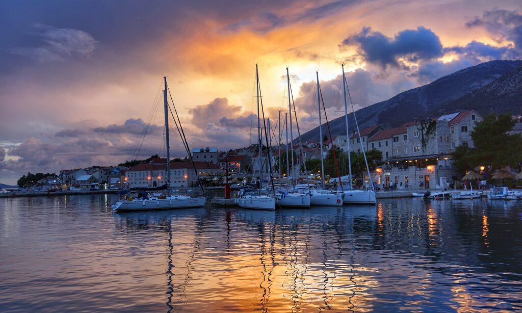 Закат на пристани в Хорватии