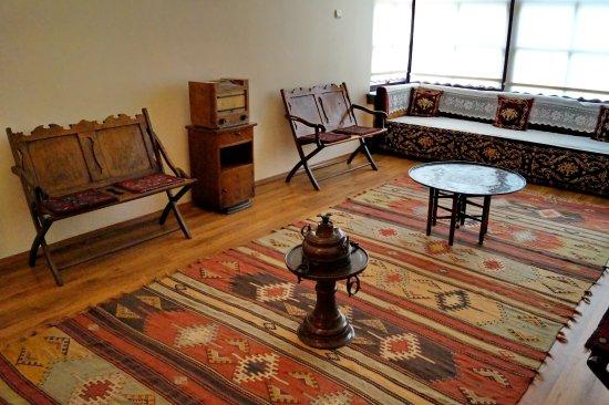 Одна из комнат в доме-музее Ататюрка