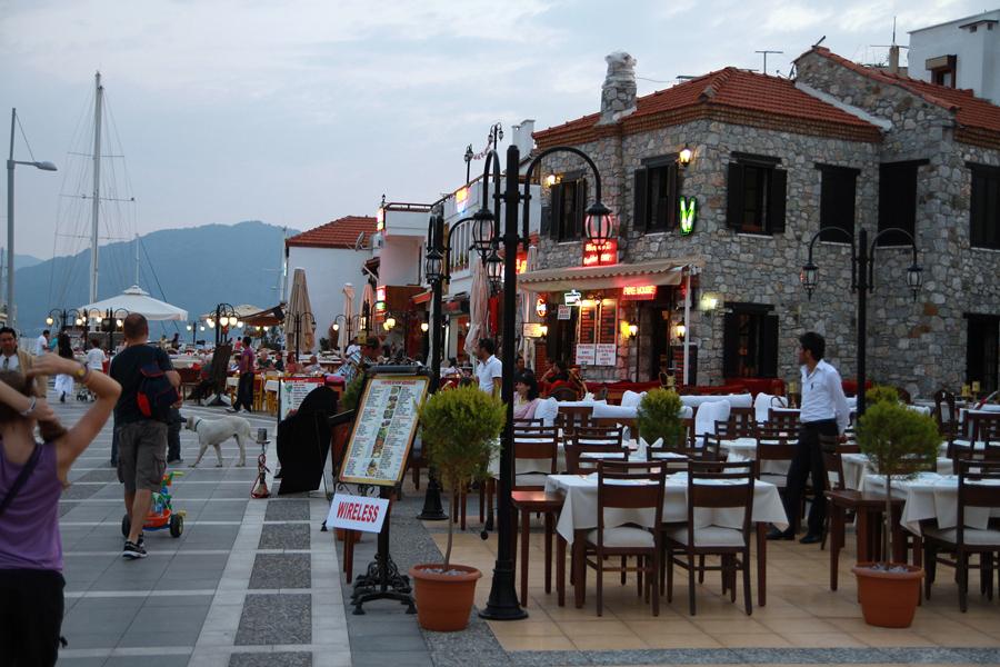 Рестораны на набережной Мармариса