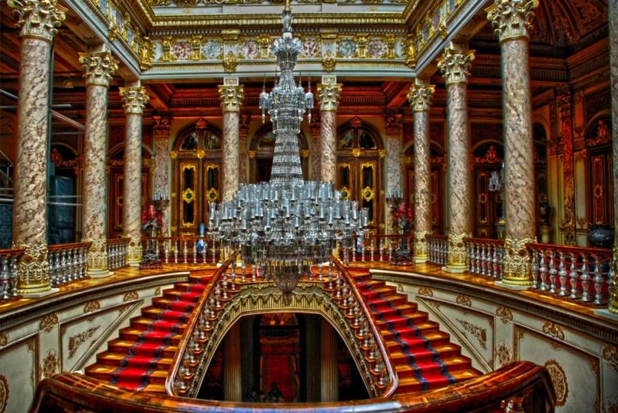Интерьер дворца Долмабахче