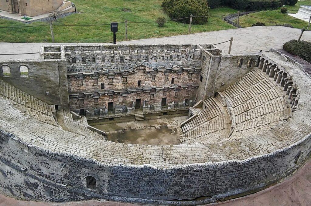 Амфитеатр в Аспендосе