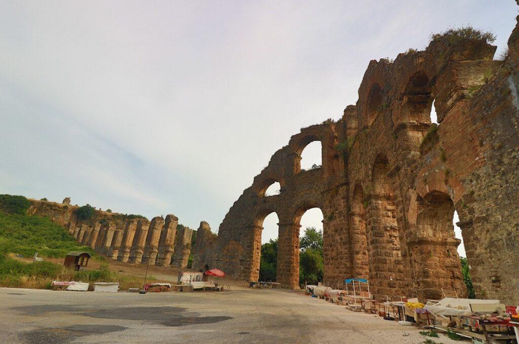 Уцелевшие стены в Аспендосе