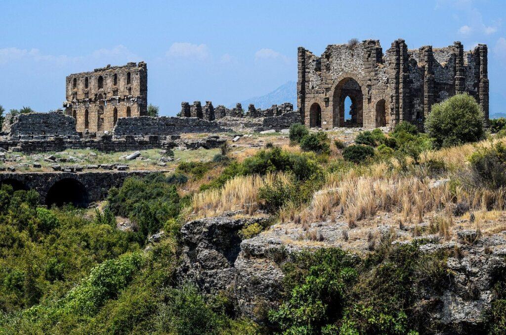 Руины города Аспендос