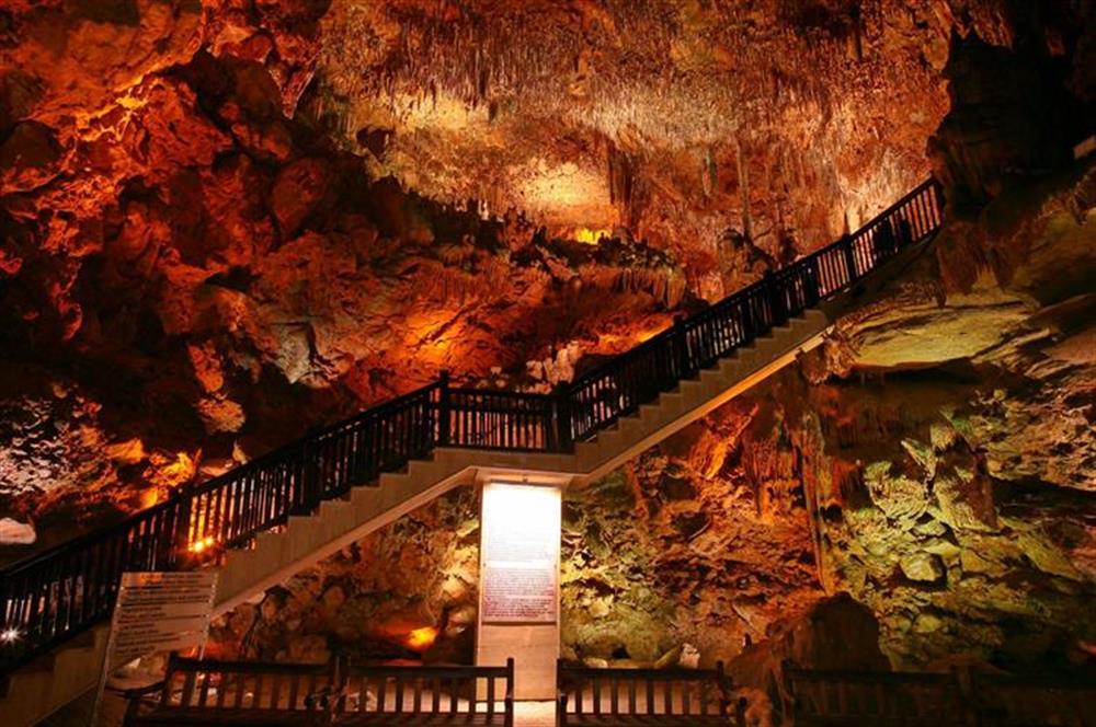 Ярусы в пещере Дамлаташ