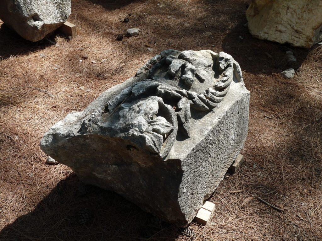 Остатки барельефов в Фазелисе