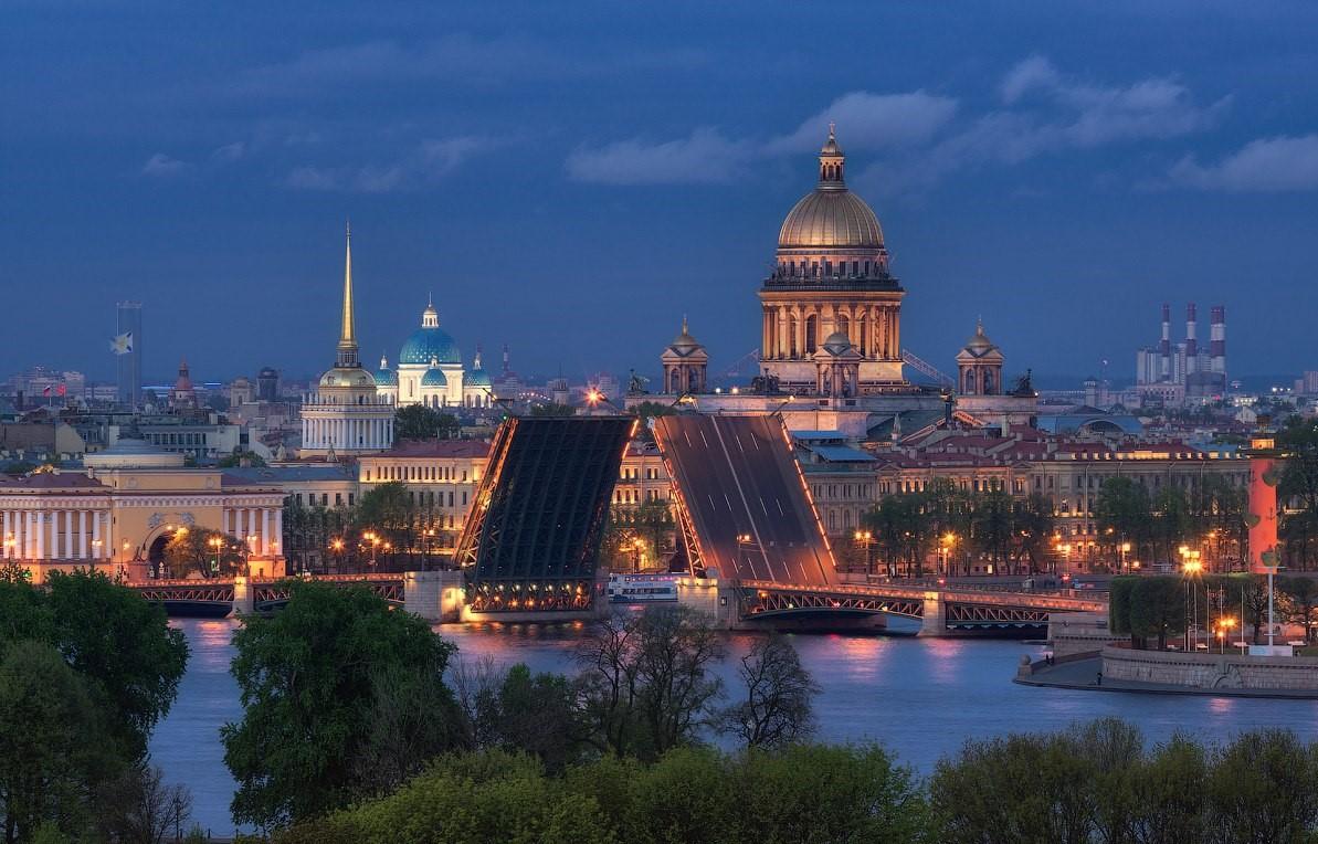 Разводной мост в Санкт-Петербурге