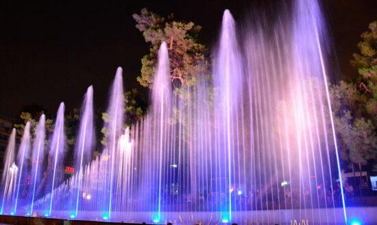 Поющий фонтан вечером