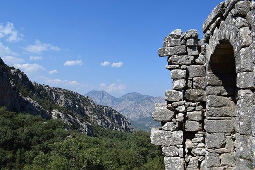 Вид на горы в городе Термиссос