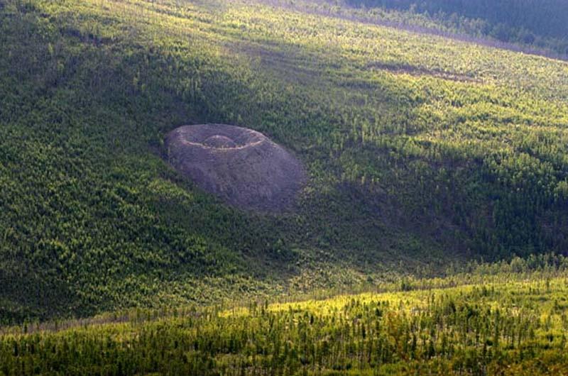 Патомский кратер издали