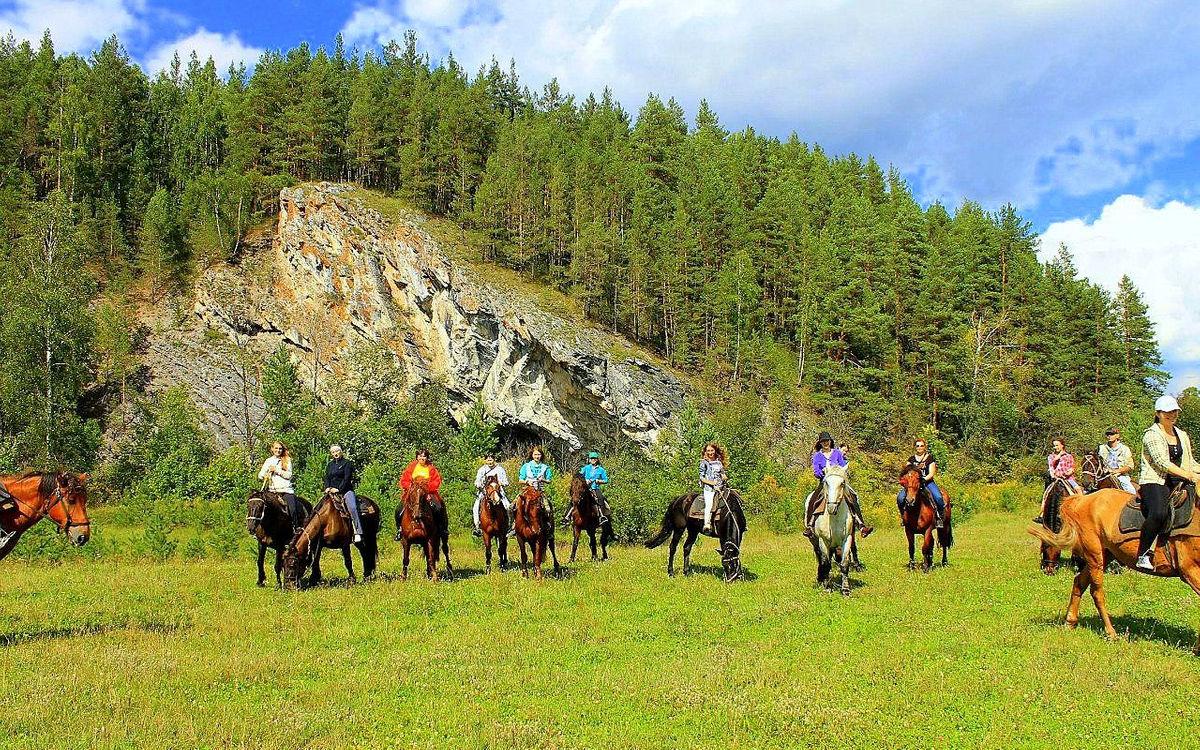 Конная экскурсия в горах Алтая