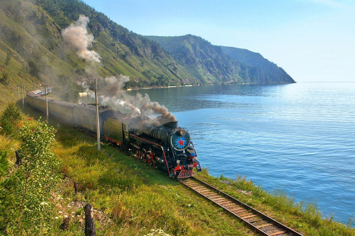 КБЖД на фоне озера Байкал