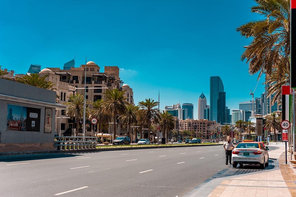 На улице в городе Дубай