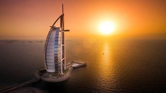Отель Burj Al Arab 5* в сумерках