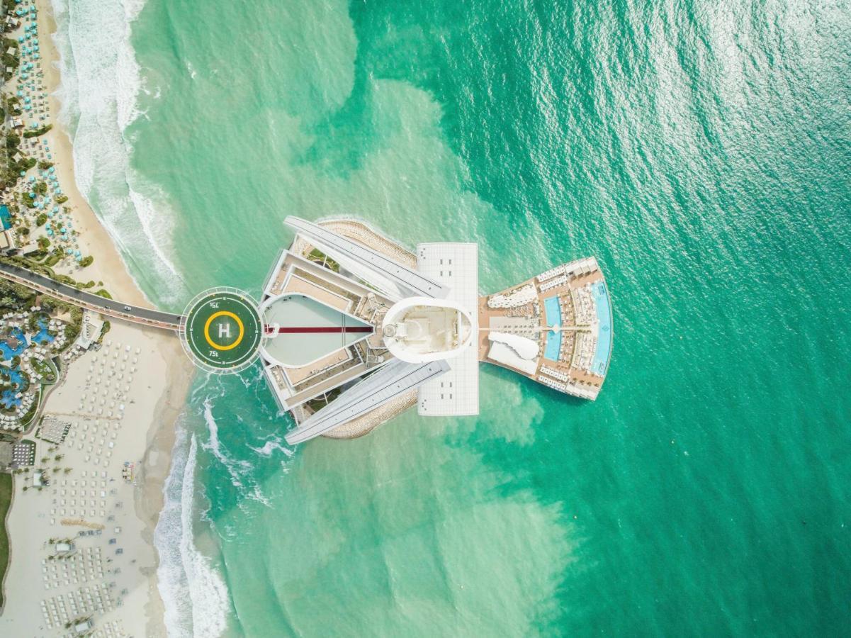 Вид с высоты на вертолетную площадку Бурдж Аль Араб 5*