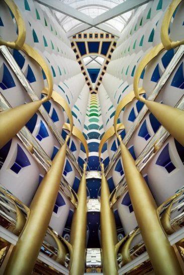 Часть 180-метрового атриума Бурдж Аль Араб 5*
