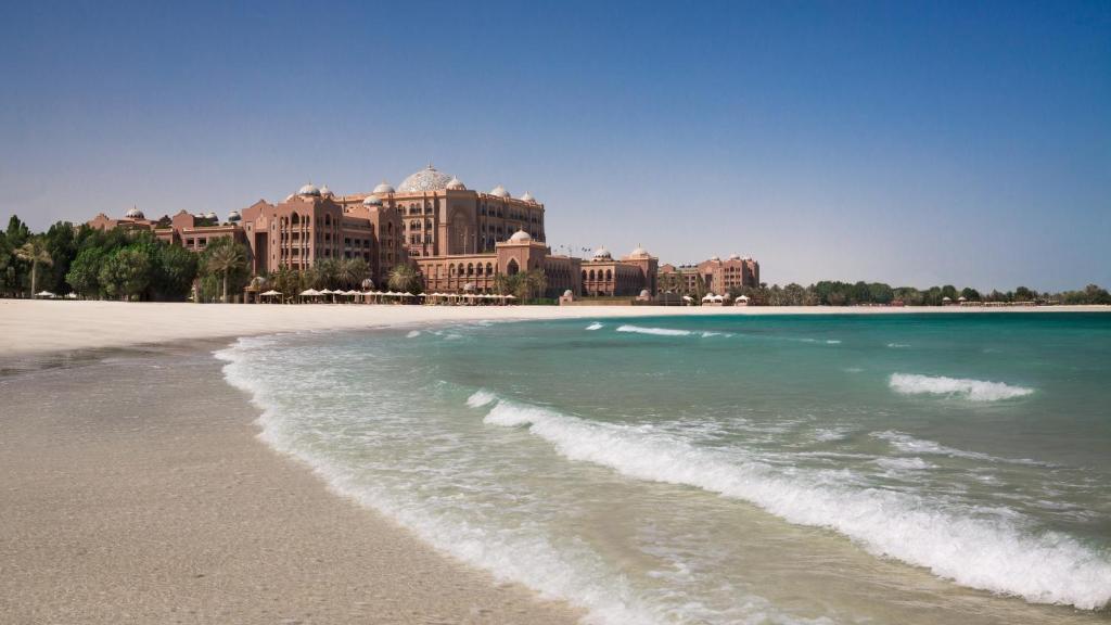 Частный пляж отеля Emirates Palace 5*, в Абу-Даби