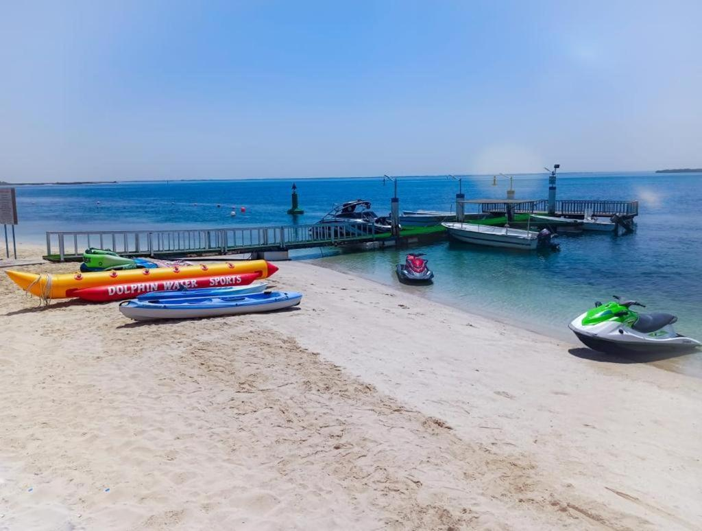 На пляже Flamingo Beach Hotel 3*, в Умм-эль-Кувейне