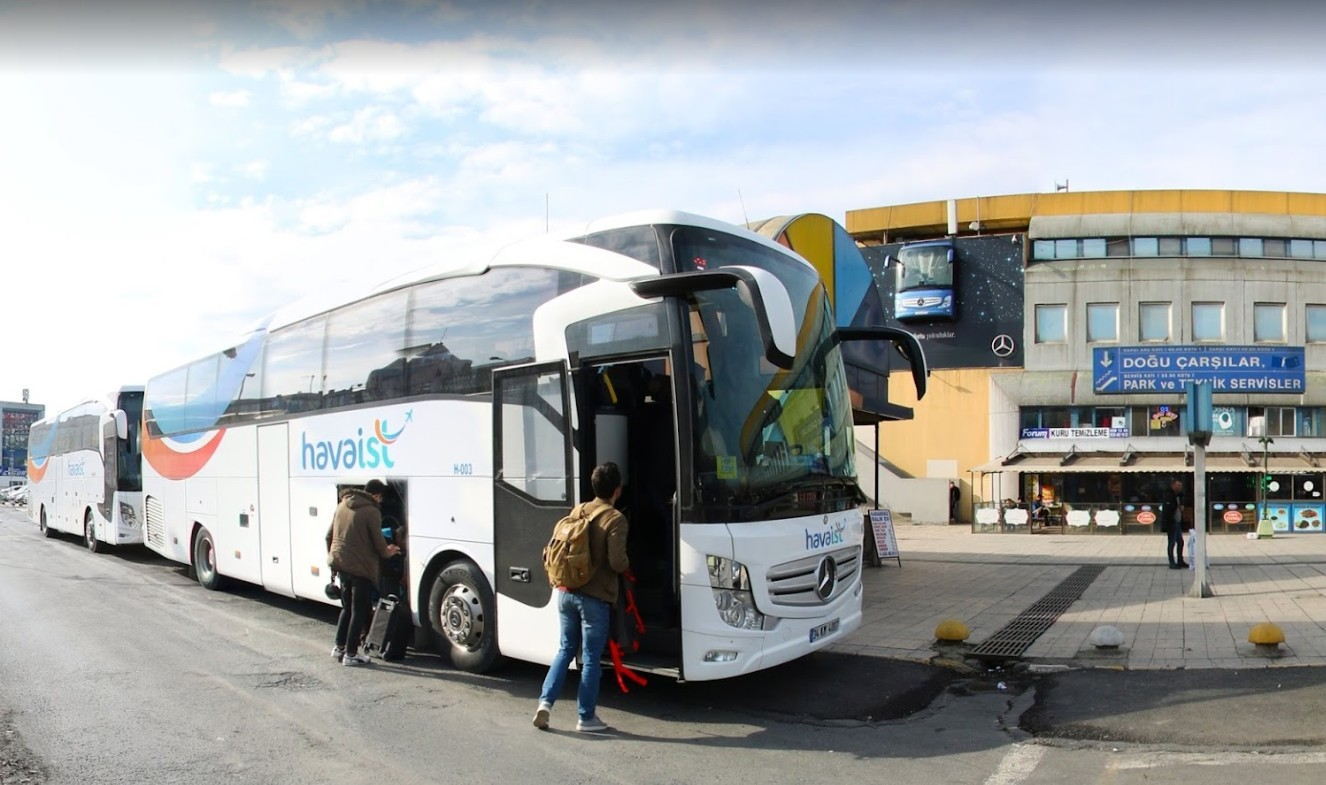 Автобус Хаваист на автовокзале Эсенлер