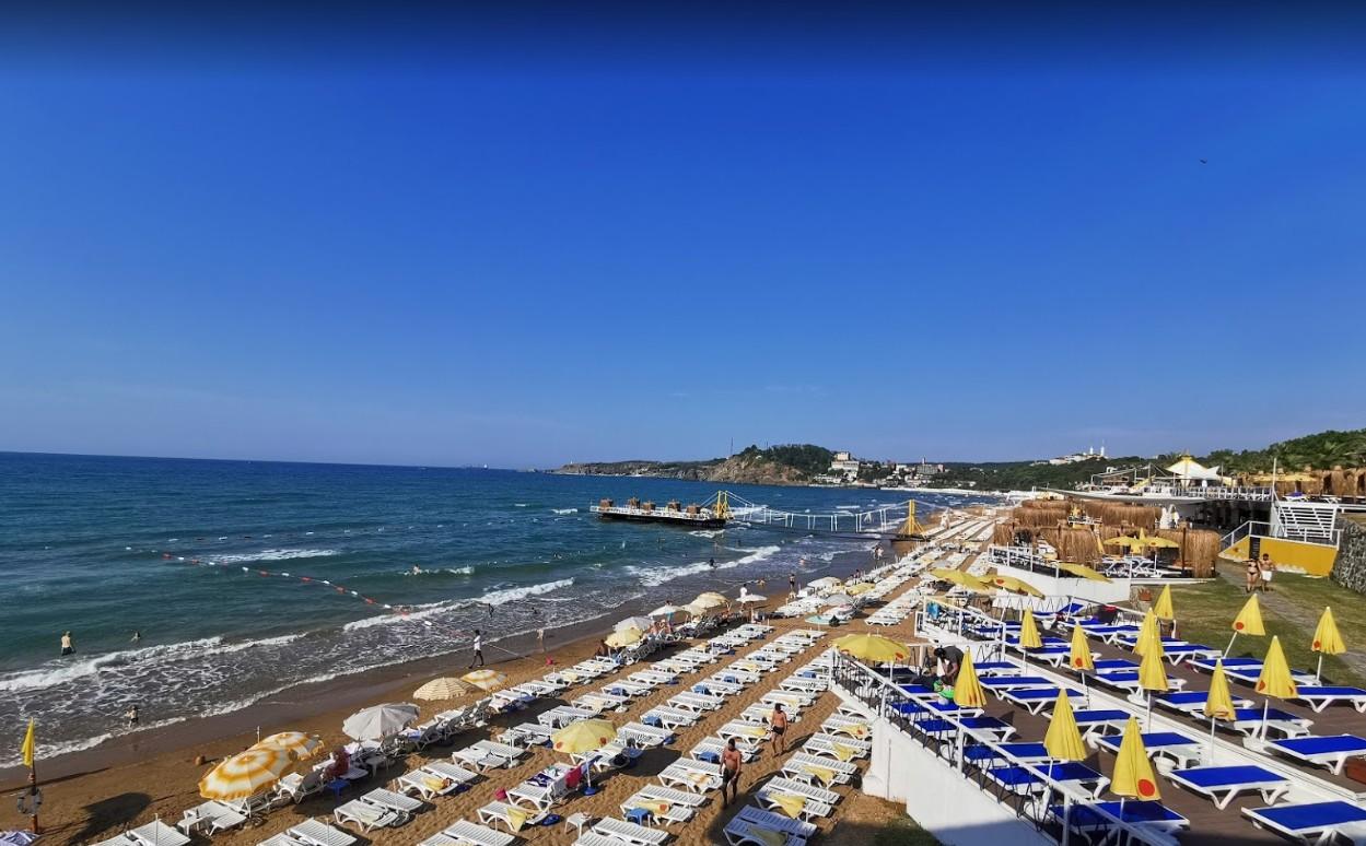 Пляж Солар Бич на Черном море, в Стамбуле