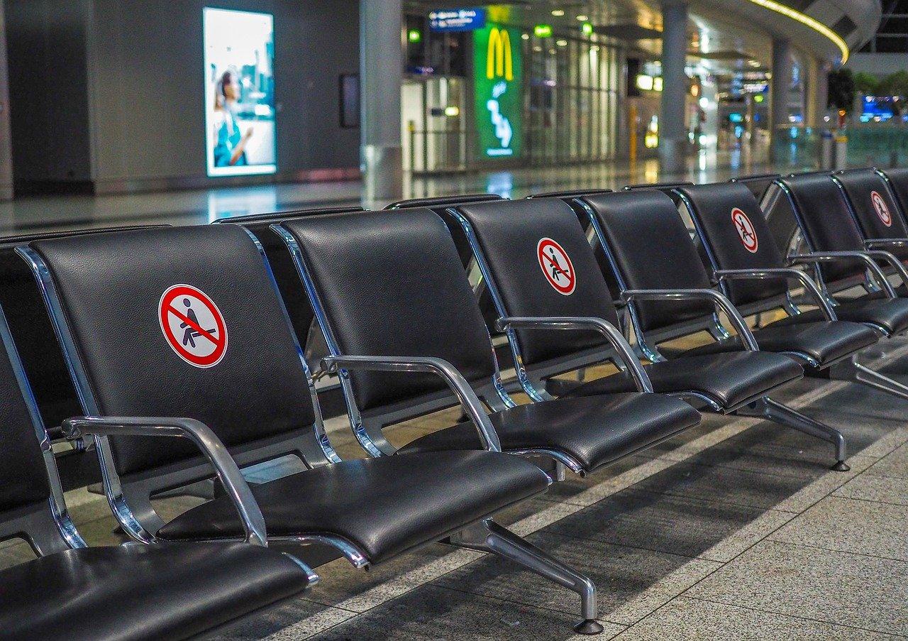 Социальная дистанция в аэропорту