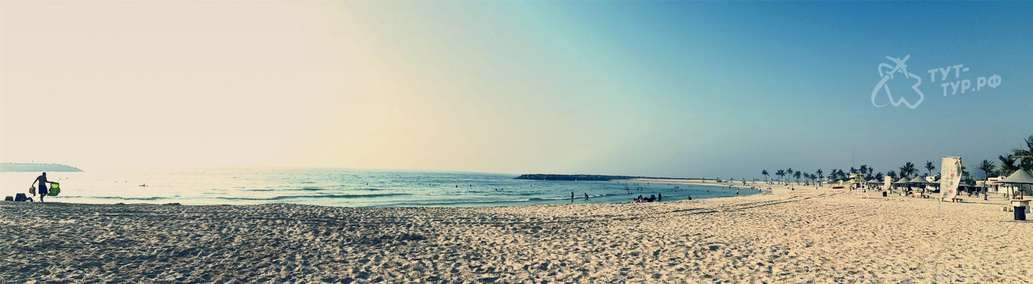 Панорамный вид на пляж в комплексе Al Mamzar