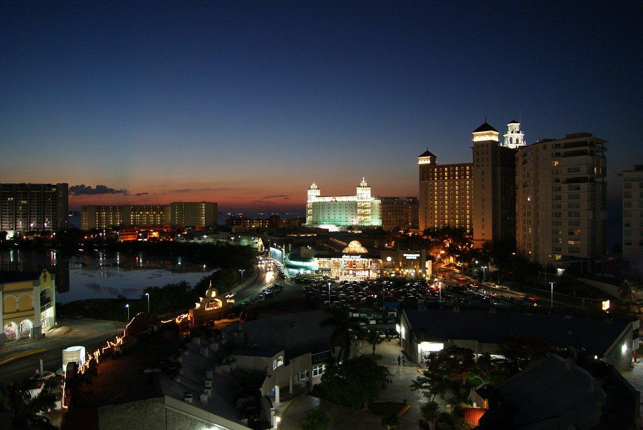 Канкун ночью