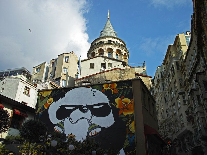 Граффити на улочках Бейоглу