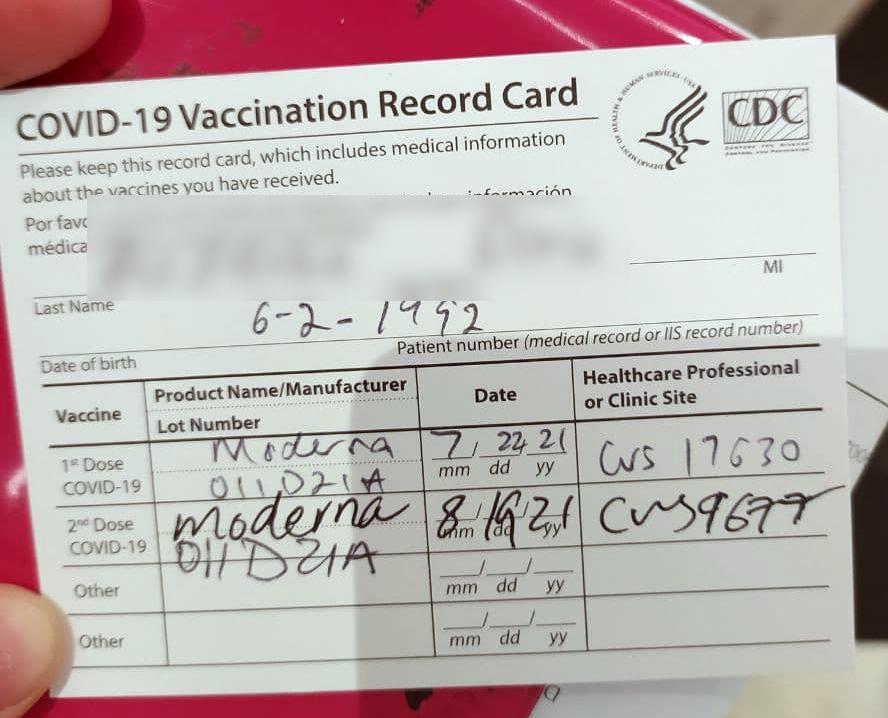 Бумажная карта вакцинации в США