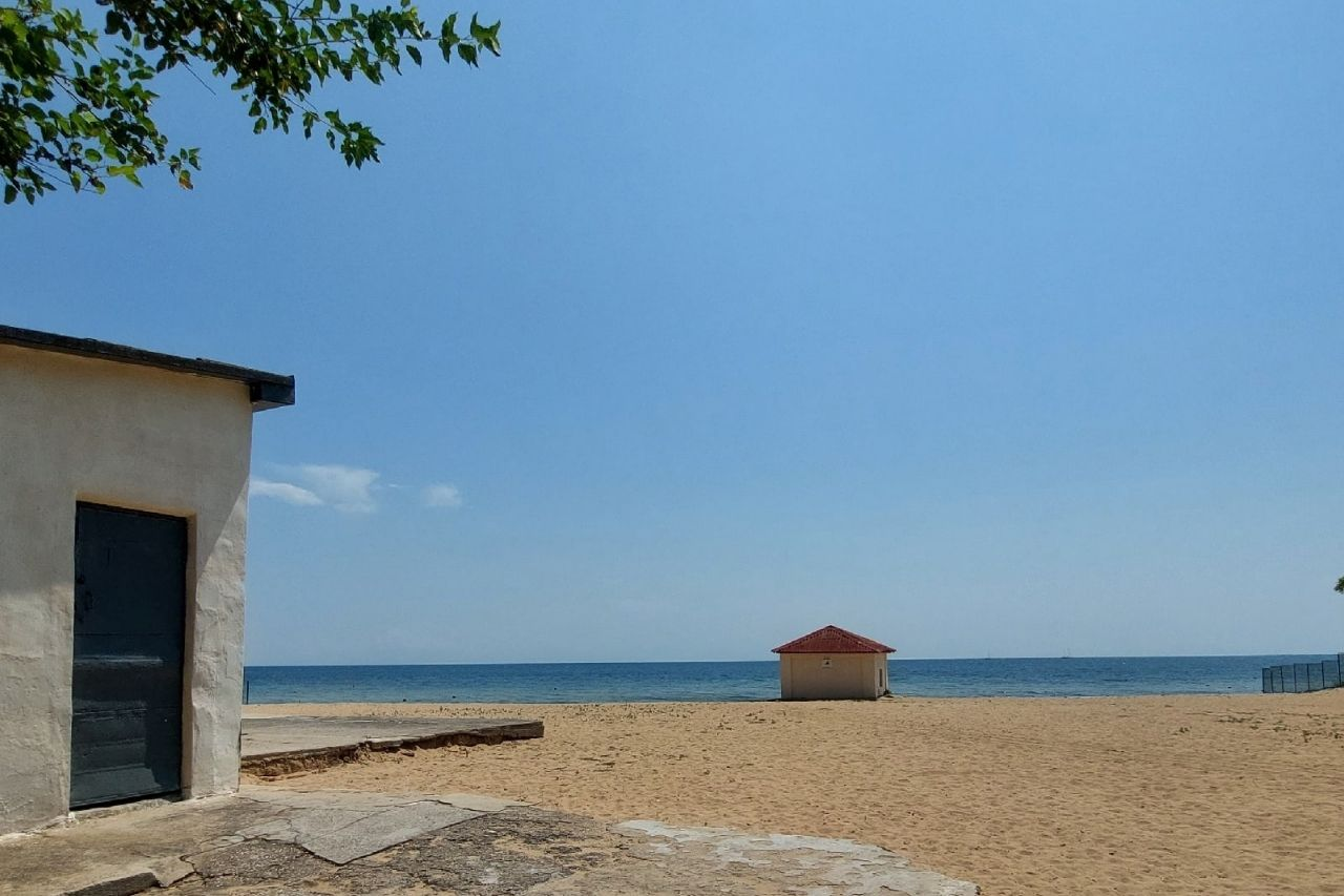 Евпатория, пустой пляж