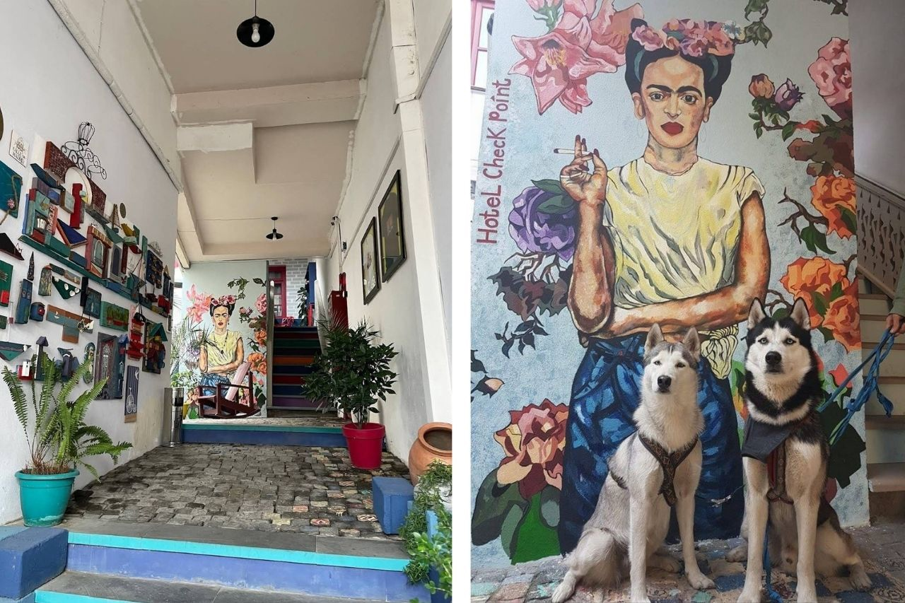 Портрет Фриды Кало на стене отеля Check Point