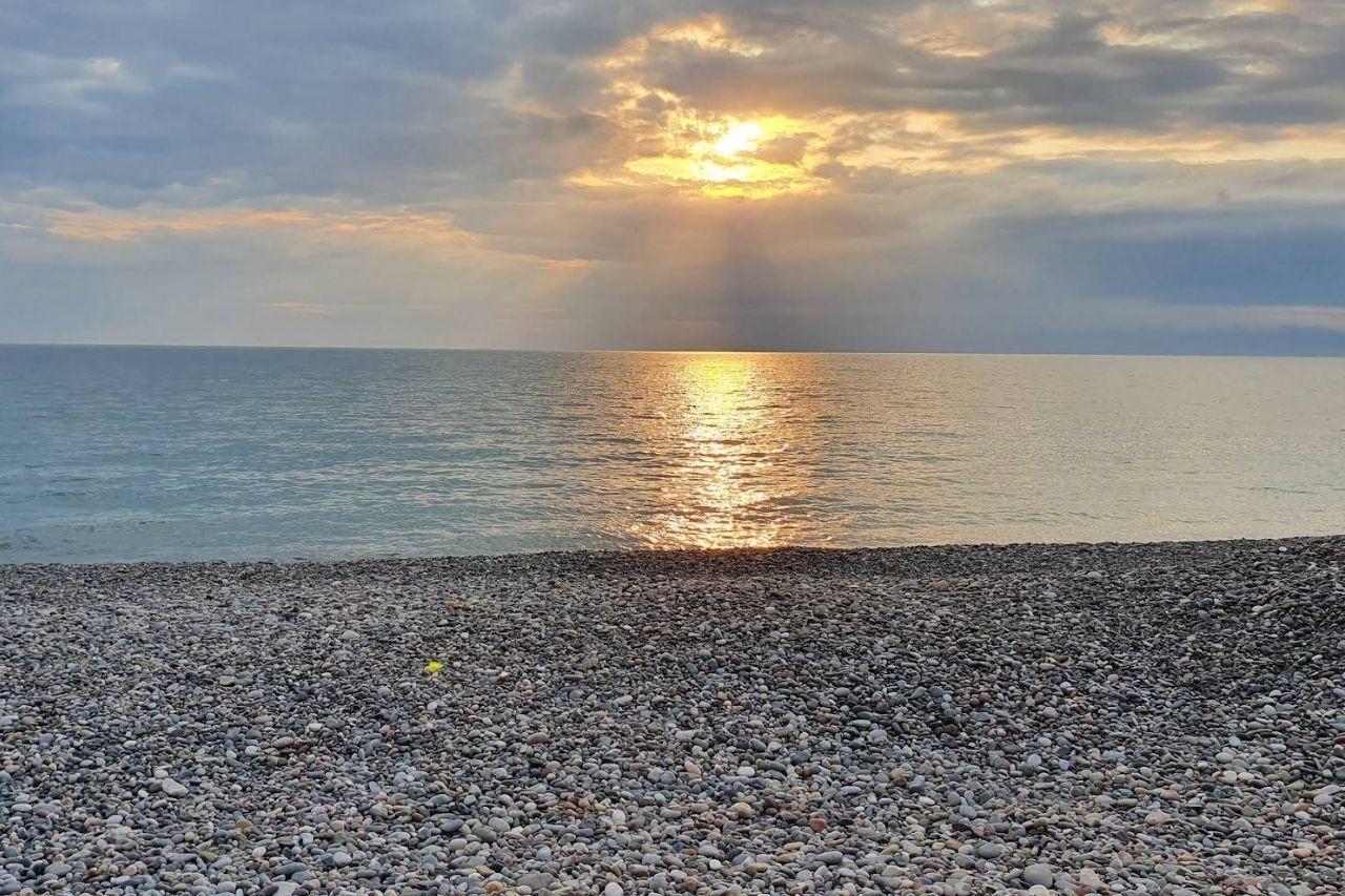 Закат на пляже Гонио