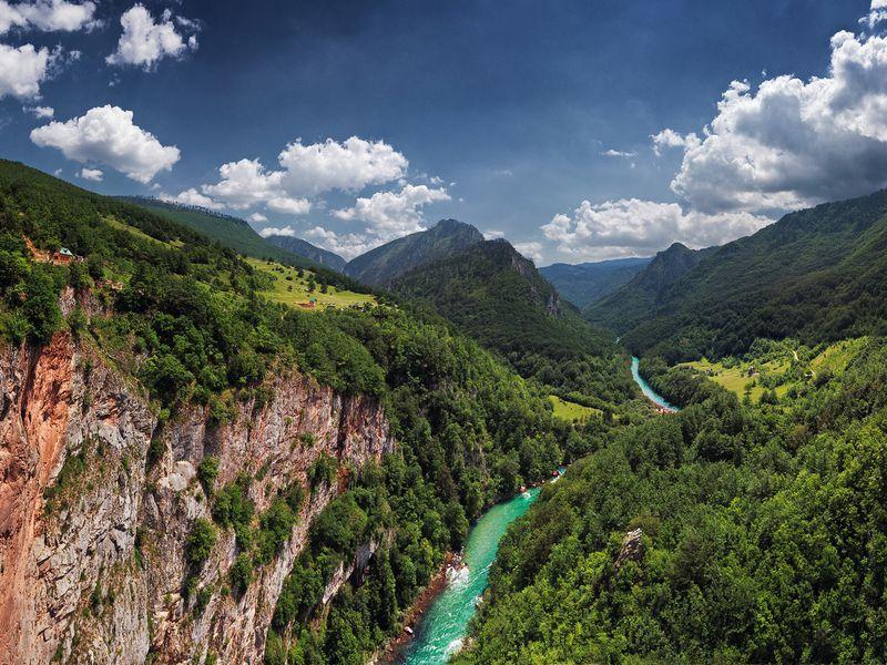 Каньон и река